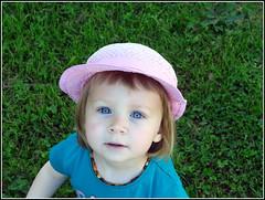 Les yeux bleus (LILI 296...) Tags: maelys yeuxbleus bébé fillette canonpowershotg7x chapeau