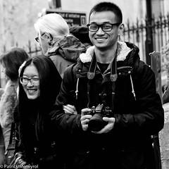 Pana vs Nikon (pat 19) Tags: personnes rue street people panasonic fz1000 candid humanist gens nikon paris montmartre touriste tourism japan japanese japon streetpic streetphoto photoderue noiretblanc bw blackandwhite smile sourire inthestreet vacances holidays urban urbain urbanphoto