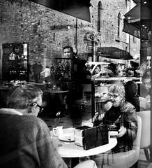 Reflexs Cafe. Firenze. (Francesco Griselli Berlucchi) Tags: tuscany florence firenze streetphotography streetphotos streetphoto streetphotographer fotografia fotografias blackandwhite blackandwhitephotography blancoynegro noiretblanc blancetnoir blackandwhiteshots bestblackandwhite