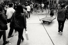 (David Davidoff) Tags: people street hardlife leicaflexsl2 kodaktmax100 elmaritr28mmf28