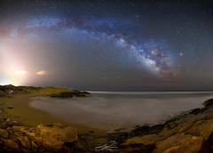 Noche en Calblanque Vía Láctea (J. Cuenca) Tags: nocturna estrellas milky via playa noche agua rocas calblanque murcia cartagena stars