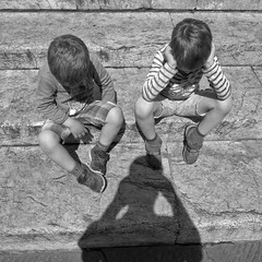- tiredness - (Flakadiablo) Tags: rue streets street canon noiretblanc blackandwhite bw enfant enfants children child fatigue tiredness