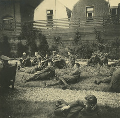 Concert / voorstelling ca. 1941 (Regionaal Archief Alkmaar Commons) Tags: alkmaar tweedewereldoorlog secondworldwar wehrmacht bezetting wo2 ww2 nazi