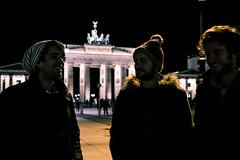 Big three (LobsPhotography) Tags: city friends portrait berlin tower germany photography photo puerta foto group lo be alemania fotografia brandenburg lobe brandenburgo seleccionar lobs lobsgreen lobsphotography