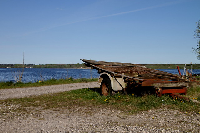 Gammel bådtrailer ved Dania i Hobro