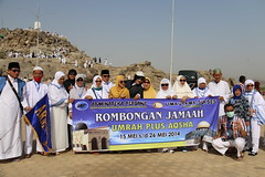 Rombongan Armina di Jabal Rahmah (laviosa) Tags: family candid haram mecca umroh 2014 mekkah jabalrahmah masjidil masjidilharam jabaltsur arminareka pullmangrandzamzam