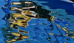 un profilo perduto ... a lost profile ... (miriam ulivi) Tags: sea water reflections mare blu porto acqua riflessi nikond3200