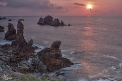 Ocaso en los Urros (Urugallu) Tags: españa costa color luz sol canon mar spain flickr nubes reflejo ocaso rocas cantabria cantabrico 50d joserodriguez urros finaldeldia laarnia urugallu