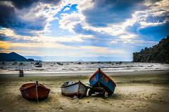 Perequ #7 (rogeriobromfman) Tags: sea brazil sky praia beach brasil clouds boats mar fishing fisherman barcos sopaulo cu nuvens pescadores perequ lpsky