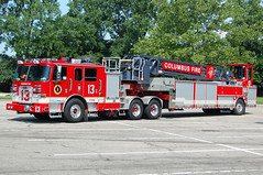 Columbus OH - Truck 13 (kyfireenginephoto) Tags: fireengine ladder tda franklincounty piercearrow columbusfire truckcompany federalq ohiofire arrowxt