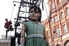 Liverpool Giants (Bluden1) Tags: grandma girl liverpool little giants mersey merseyside spectacle xolo