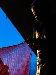 Rparation d'un filet (fjozon) Tags: port bretagne fujifilm bateau sardine pcheur x20 thon douarnenez pche chalutier rosmeur bolinche bolincheur fjozon