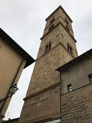 Campanile della Basilica Cattedrale, Volterra. (Elias Rovielo) Tags: volterra velathri vlathri toscana tuscany italia itália italy unesco volaterrae dodecapolis viiac ixac medievalwalls muralhamedieval etruscanwalls muralhaetrusca etruscanvolterra romanvolterra citywalls medici médici lorenzoomagnífico 1472 xiii walledmountaintoptown bronzeage twelvecities thetwilightsaga newmoon luanova crepúsculo sagacrepúsculo volturi vampiros vampires twilightseries stepheniemeyes hollywood movie thevolturifamily cintamuraria medioevale cerchiamuraria muralha cidadelamedieval vilarejomedieval ivac cattedraledisantamariaassunta duomodivolterra xiixiii cathedraloftheassunta românica basilicacattedrale duomo campanário belltower sinos torres piazzasangiovanni campanile campaniledellabasilicacattedrale villanoviano volterracittàromana volterracittàmedievale volterracittàetrusca centrostoricodivolterra cittàdivolterra cittàdellalabastro walledcity cidadefortificada fortaleza masonrywall