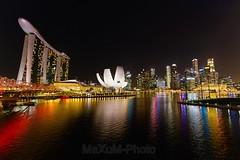 Singapur (Maxum1201) Tags: marinabay marinabaysands singapur skyline night lights water river color