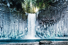 One of the most amazing places I have been - Abiqua Falls, Oregon after a couple weeks of freezing temperatures [1500x1000][OC] (socynicalsohip) Tags: winter fall oregon waterfall adventure icy reddit abiqua joshuameador ifttt earthpr0n