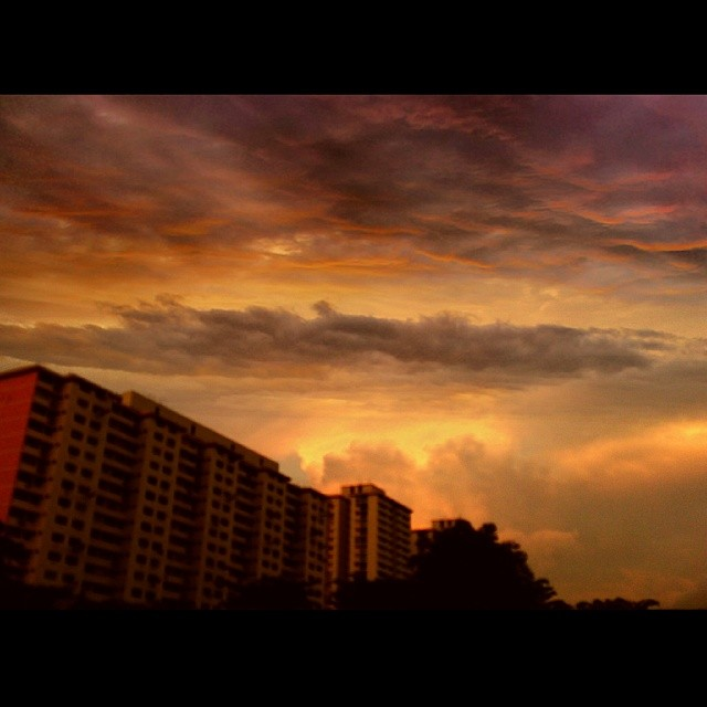 Look Up #perspectives #clouds #cloud #sunset #nature #scenery #landscape #picturesque #beauty #naturalbeauty #natural #nomakeup #gotfilter #movie #border #cool #step #fire #skyisfalling #singapore #hdb #bto #rtifyoucriedeverytime #igsg #amazing #stunning