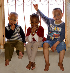 Yunes, Farah en Yusuf, Azrou Marokko april 2014 (wally nelemans) Tags: boys girl morocco maroc meisje marokko farah 2014 jongens yunes