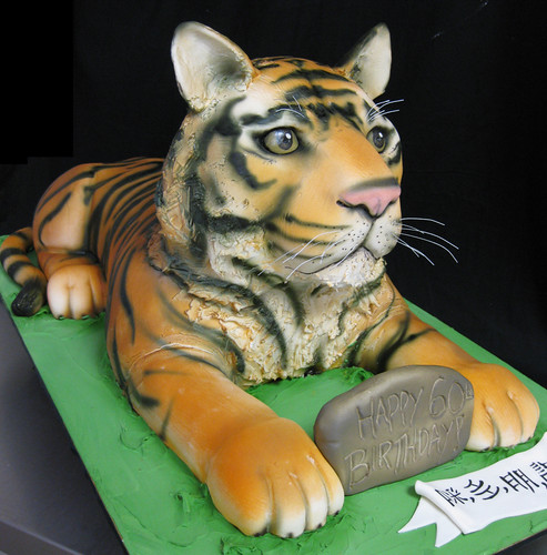 Tiger Sculpted Cake med