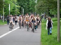 World Naked Bike Ride Edinburgh (28) (Royan@Flickr) Tags: world park bike naked nude edinburgh paint ride body decoration meadows bicycles 2014 20140615