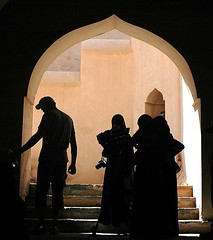 Photo class trip to Nakhal fort (PuzzleMonkey!) Tags: monument students silhouette architecture education fort traditional fieldtrip arab toocoolforschool oman abaya traditionaldress classtrip baseballcap nakhal