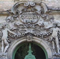 Salve! (:Linda:) Tags: sculpture woman man germany nude bavaria town coburg franconia garland doorway twopeople salve rocaille historicism womansculpture grnderzeit transomwindow supraporte