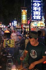 Xi'an, Muslim Quarter, food street (blauepics) Tags: china street city people food man night essen leute nacht strasse muslim chinese bbq xian stadt quarter mann nightlife grillen shaanxi chinesen viertel muslimisches