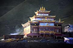 Sunset Monastery with unknown name, Tibet 2013 (reurinkjan) Tags: sunset monastery 2013 བོད་ལྗོངས། ©janreurink tibetanplateauབོད་མཐོ་སྒང་bötogang tibetབོད khamཁམས།easterntibet ༢༠༡༣ khamཁམས་བོད khamsbodkhamwö pelyülདཔལ་ཡུལ།county