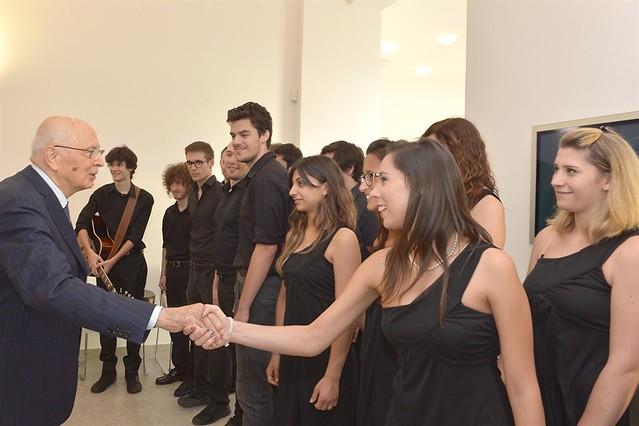 Il Presidente Giorgio Napolitano saluta il Coro giovanile Freevoices
