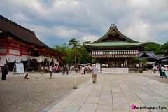 Sanctuaire Yasaka-jinja (  ) (Voyage  Kyoto) Tags: voyage travel canon kyoto 7d gion sanctuary  sanctuaire gionmatsuri yasakajinja shintoste nishirmon