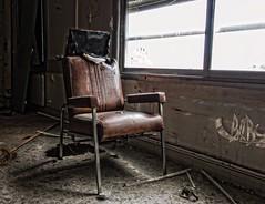 chaise-vide (Natilus.photo) Tags: chair sépia cuir démolition création art imagination windows bois