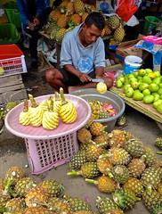 Fresh sweet pineapple, Kota Ambon, Pasar besar, Moluccas (Sekitar) Tags: maluku moluccas molukken pulau nusa islands indonesia asia ambon leitimur fresh sweet pineapple kota ananas fruit market besar
