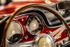 Need for Speed - Golden Mercedes Dreams No. 5 (*Capture the Moment* (OFF till End June)) Tags: 2017 300sl auto bokeh bokehleicalenses car design farbdominanz fotowalk gear icon ikone leitzsummiluxm1475 matthias mercedesbenz munich münchen schalthebel sonya7m2 sonya7mark2 sonya7ii bokehlicious red rot