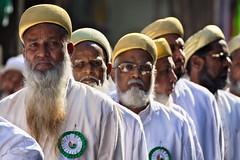 Golden cap (Feca Luca) Tags: street reportage portrait ritratto people religion religione muslim festival life india outdoor rajasthan asia nikon