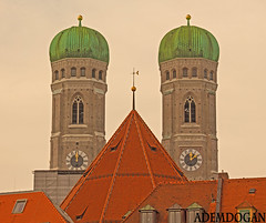 MÜNCHEN FRAUENKIRCHE (01dgn) Tags: münchen frauenkirche münchenfrauenkirche bayern bavyera almanya germany deutschland travel colors red sky