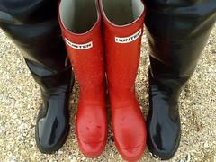 Wellies & Waders Beach Visit (essex_mud_explorer) Tags: hunter gates coarsefisher madeinchina madeinbritain wellies waders watstiefel gummistiefel thighwaders thighboots wellingtonboots boots red black