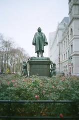 Henry Ward Beecher (12th St David) Tags: film statue brooklyn 35mm court downtown 135 olympusxa downtownbrooklyn c41 kodakportra400 henrywardbeecher fzuiko35mmf28 olympusfzuiko35mmf28
