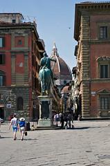 Firenze, Monument of Ferdinando I de' Medici (madamasu) Tags: monument italia cupola dome firenze piazzadellassannunziata leicaxvario