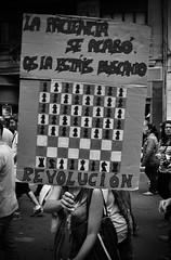 Gritos en silencio (nemenfoto) Tags: mani social protesta manifestacion revolucion silencio escacs ajedrez silenci pancarta manifestacio gritos crits nemenfoto