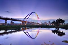 新月橋霞光 (szintzhen) Tags: bridge sky reflection water taiwan 台灣 天空 水 橋 sunglow 倒影 霞光 新北市 newtaipeicity 新月橋