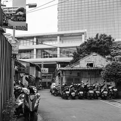house near MRT (Molaroid909) Tags: street taipei tmy rolleiflex35fplanar
