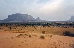 Mali : Hombori #15 (foto_morgana) Tags: africa landscape desert scenic panoramic afrika mali nikoncoolscan analogphotography afrique bandiagara hombori analogefotografie vuescan moptiregion photographieanalogue