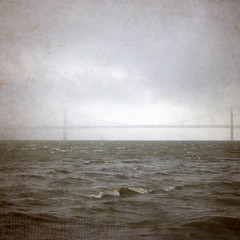 América al fondo (acativa) Tags: bridge sea textura portugal marina puente mar américa lisboa cielo olas texturas atlántico océano magicunicornverybest magicunicornmasterpiece acativa