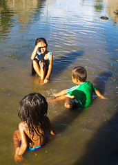 Children of the jungle (Hannah_Kirkland) Tags: family playing peru kids work river children amazon community rainforest culture reserve conservation national indigenous pacaya samiria