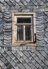 No flags, please! (:Linda:) Tags: abandoned broken window germany village rusty thuringia peelingpaint rhomb flagholder reurieth slateshingled shomb