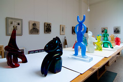 _DSC6980 (durr-architect) Tags: jan snoeck sculptor visit atelier painting sculpture carpet art indoor colourful blue red yellow green museum janvandertogt togt amstelveen exhibition opening vernissage glass works