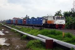 After rain... Approach Gembong, Babat (Najih 99s) Tags: kakontainer freighttrain containertrain train keretaapi ptkeretaapiindonesia cc206 gecm20emp gelocomotive stasiungembong babat