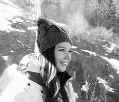 La fée des neiges (dominiquita52) Tags: blackwhite noiretblanc girl jeunefille younglady hat bonnet ski