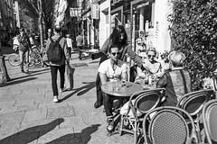 Spring in Paris (Dmitry Goloub) Tags: olympus om2n zuiko28 zuiko2835 zuiko 2835 film 35mm bw blackandwhite monochrome paris street streetphoto ilford ilfordpan400