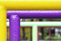 rounded corner. (maotaola) Tags: flickrfriday esquina corner roundedcorner colorpipes dof parallels colourfulpipes purpleandyellow angle 90°