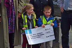 (Zak355) Tags: rothesay isleofbute bute scotland scottish coop lightupbute cheques donation donating funday